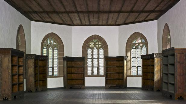Library in the Chapel of St. Mary at Hirsau Monastery. Image: Staatliche Schlösser und Gärten Baden-Württemberg, Arnim Weischer