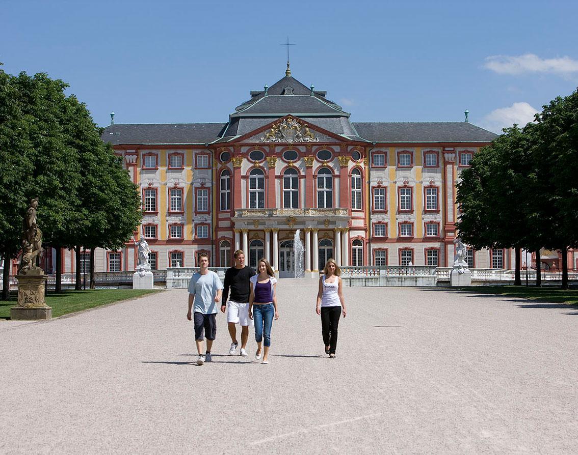 Schloss Bruchsal, Besucher Gartenseite; Foto: Staatliche Schlösser und Gärten Baden-Württemberg, Christoph Hermann