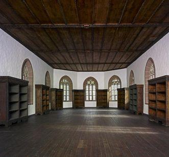 Bibliotheksaal in der Marienkapelle von Kloster Hirsau; Foto: Staatliche Schlösser und Gärten Baden-Württemberg, Arnim Weischer