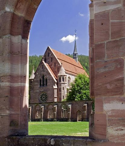 View from the cloister toward the Chapel of St. Mary at Hirsau Monastery. Image: Staatliche Schlösser und Gärten Baden-Württemberg, Andrea Rachele