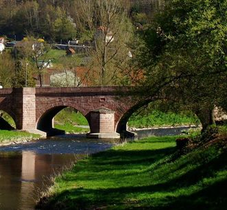 Bridge across the Nagold river in Hirsau near the Hirsau Monastery. Image: Calw Tourist Info